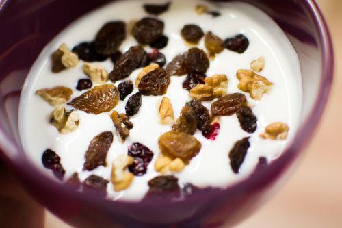 yoghurt fruit nuts