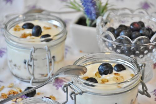 yogurt berries blueberries