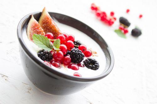 yogurt berries fig