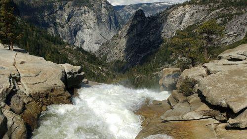 yosemite waterfall mountain