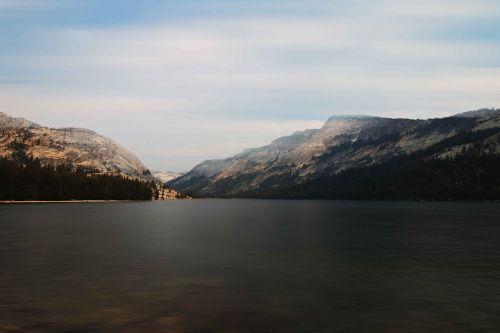 josemitas,ežeras,Nacionalinis parkas,rūkas,kalnai,vanduo,gamta,kraštovaizdis,nuotaika,nendrė,miškas,žemės rūkas,trueb,oras,medis,šaltis,ledas,bespalvis,platus,perspektyva,lichtspiel,šaltas,dangus,rūkas,augalas,svajones,fonas,Saulėlydis,šviesa