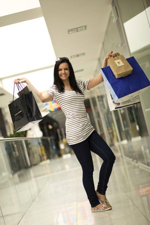 jaunas, mergaitė, apsipirkimas, maišeliai, drabužiai, avalynė, parduotuvė, apsipirkimas & nbsp, centras, mažmeninė, pinigai, praleisti, išlaidos, draugai, mergina apsipirkusi