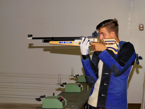 young man sport shooting luftggewehr