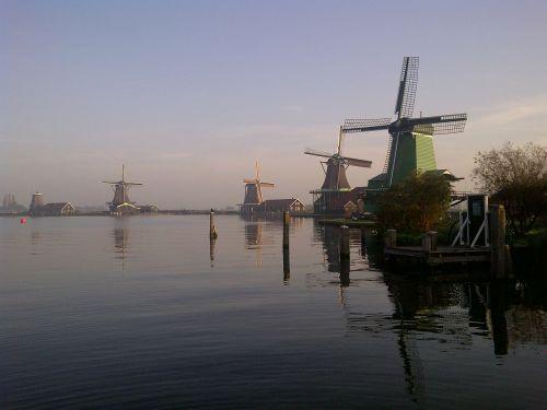 zaanse schans windmills sunrise