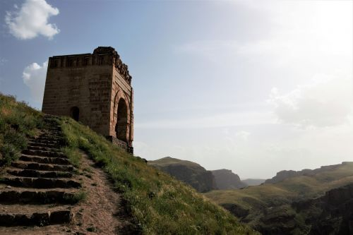 zahhak castle azerbaijan province hashtrud