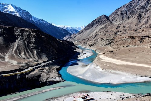 zanskar river  indus river  mountains