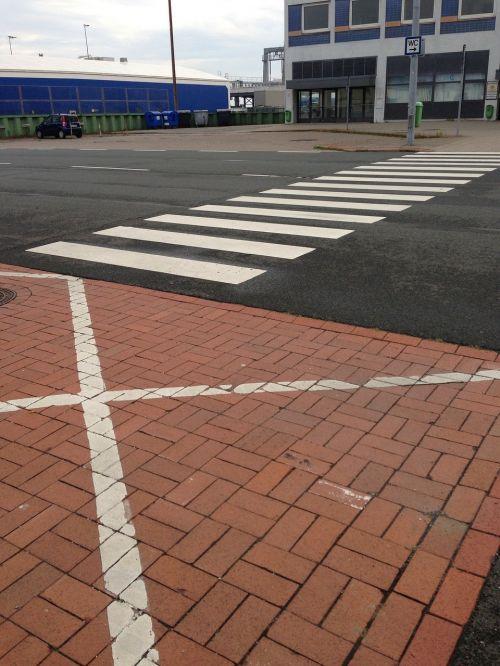 pėsčiųjų perėja,kelių ženklinimas,Bremerhaven,Columbus kai