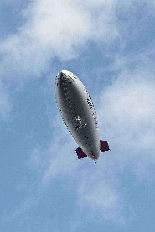 zeppelin airship fly