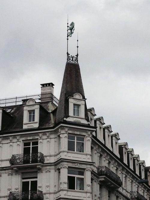 zrueich facade roof