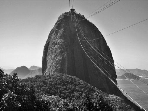 zuckerhut juodai balta,Rio de Žaneiras,žinomas,įvedimas,žinomas,verta aplankyti,Brazilija,rio,lankytinos vietos,pasaulyje garsaus,gamta,Unikalus,rio orientyras,cukraus gabalas,orientyras