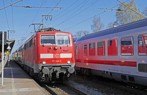 zugbegegenung platform regional-express