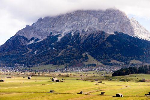 zugspitze,kalnas,aukščiausiojo lygio susitikimas,dangus,kraštovaizdis,įvedimas,austria,vaizdas,tolimas vaizdas,alpinizmas,zugspitze masyvas,perspektyva,steinig,aukščiausių kalnų,kalkės,Alpių,Zugspitze kalnas,debesys,Rokas,kalnų peizažas,panorama,Rytų Alpės,sniegas